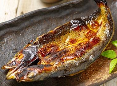 イワシやアジなど青魚の塩焼き