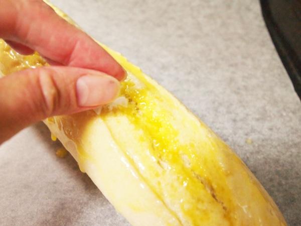 溶かしバターを塗った上からフレークソルト